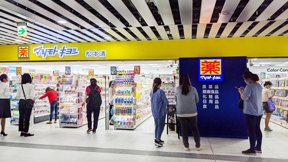 松本清微風台北車站店 5月15日正式開幕,開幕人潮絡繹不絕!