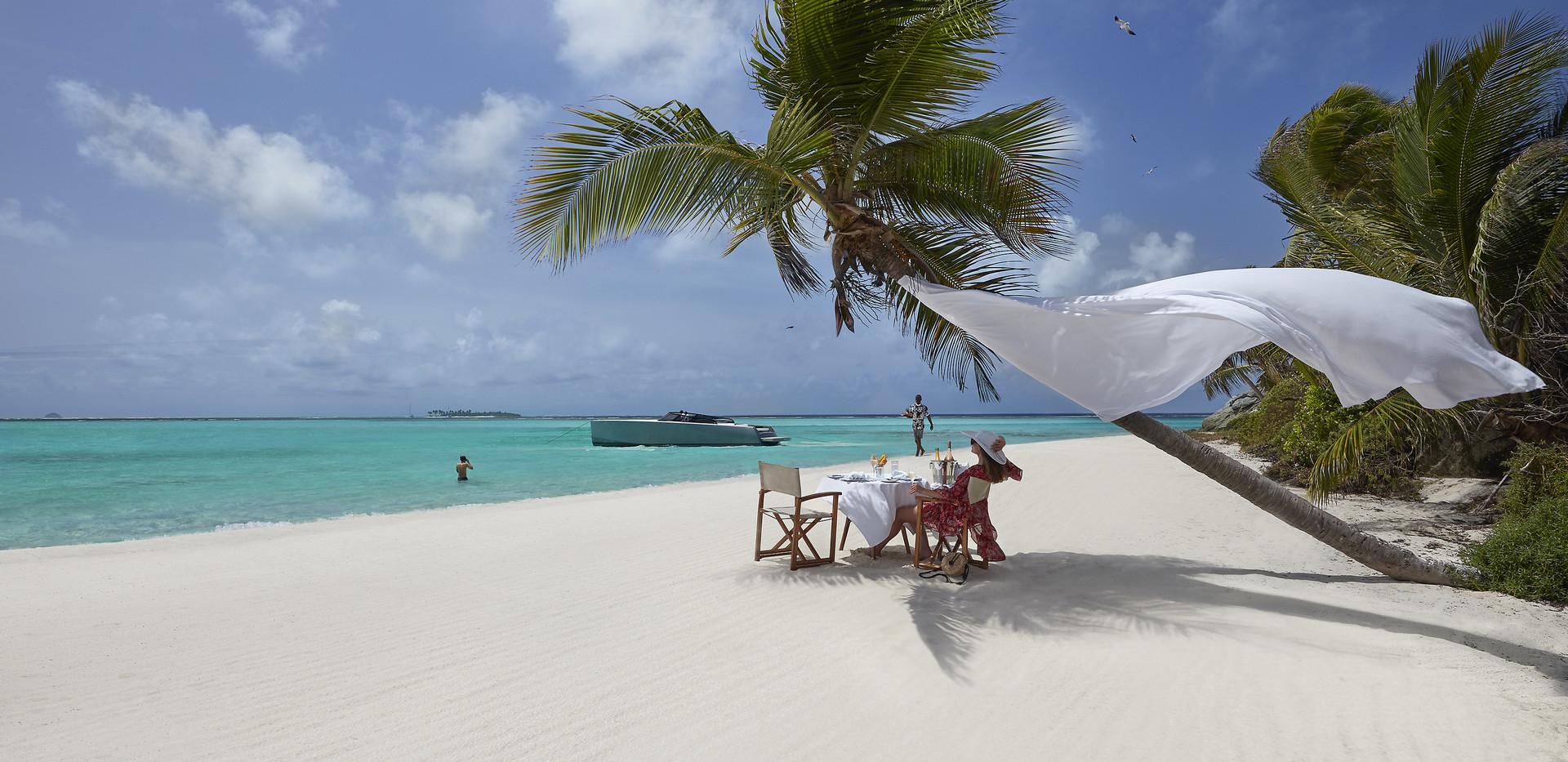canouan-lifestyle-castaway-beach-dining.