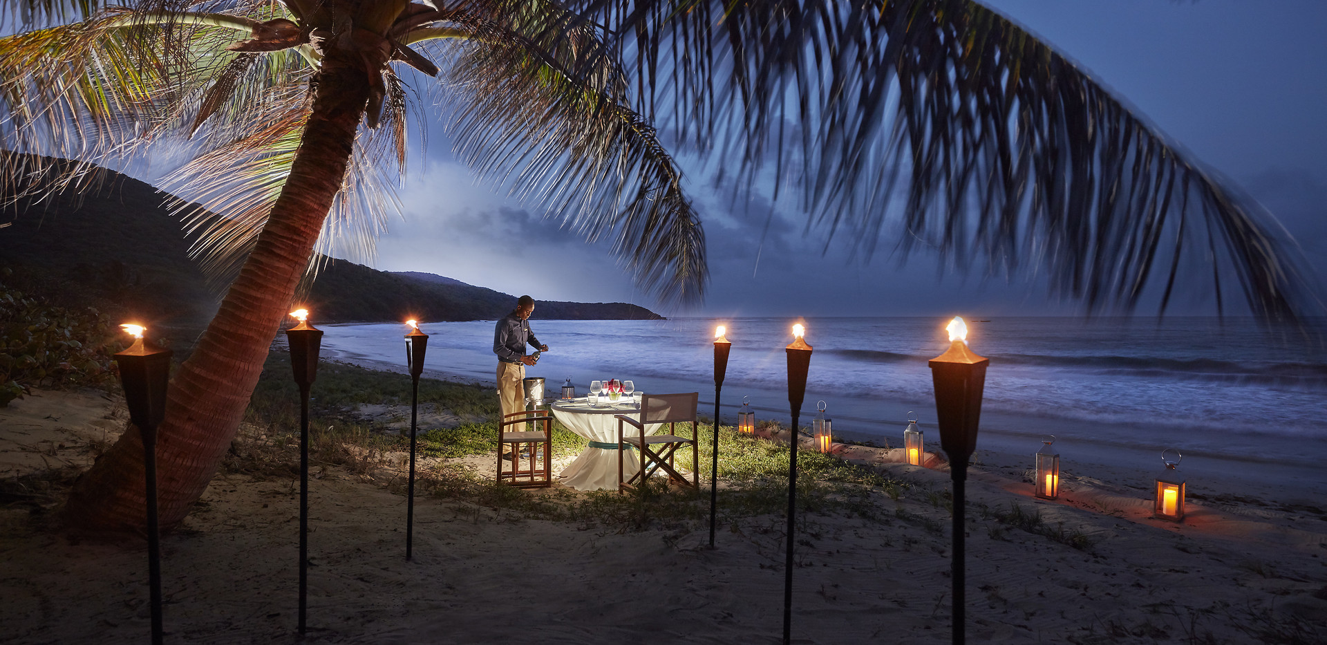 canouan-lifestyle-romantic-beach-dinner.