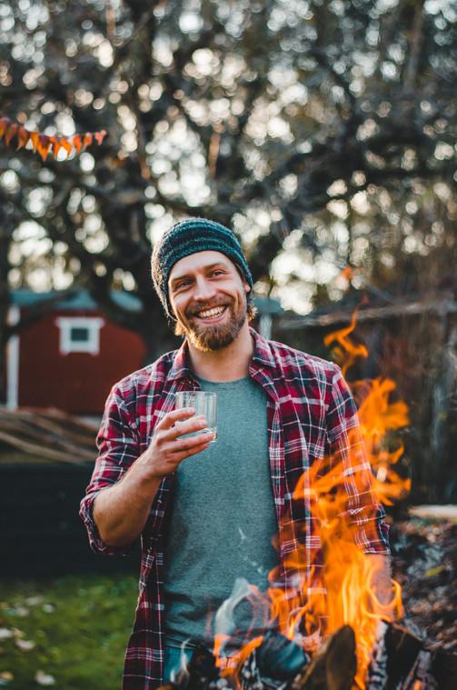 Portrait Max am Feuer