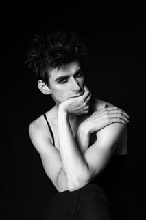 Model: Dancer Lee Jay Hoy @savalasmodels Photographer: Den Gladkov Makeup & Grooming: Joana Ascenso