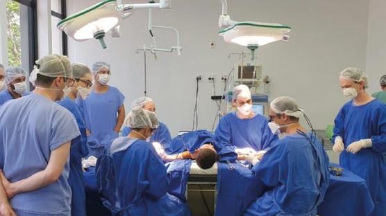 Do Ceará para o mundo: Pele de tilápia ajuda em cirurgia corretiva de crianças com dedos grudados