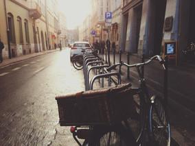Obstáculos de calçadas terão pintura obrigatória