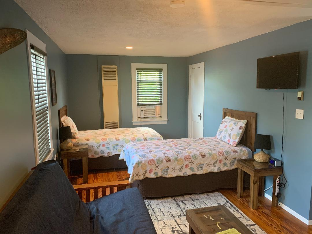 Crow's Nest twin beds
