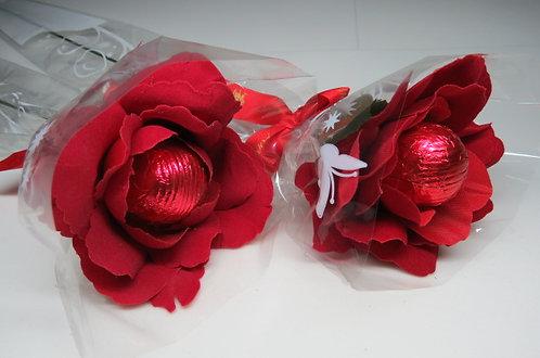 Rosa de Veludo com Bombom de Chocolate (unidade)