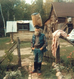 Ernest Mann (Larry Johnson), learned to balance things on his head during his travels.  Photo by Carol Christensen, a friend of Larry Johnson AKA Ernest Mann
