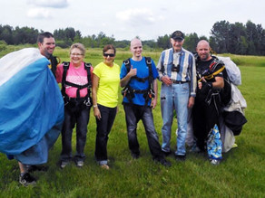 Volunteers  decide to jump out of a plane