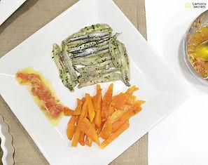 Boquerones con aceite de oliva virgen,  ajo y perejil y bravas de calabaza