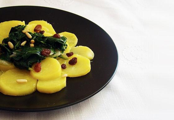 Tubérculos patata boniato remolacha son saludables cocinados