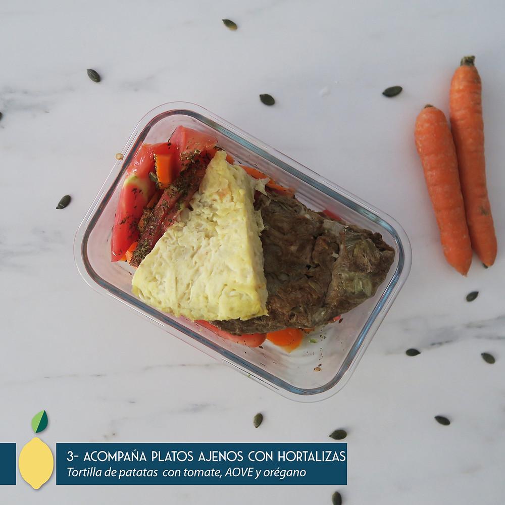 Tortilla de patatas con tomate y zanahoria
