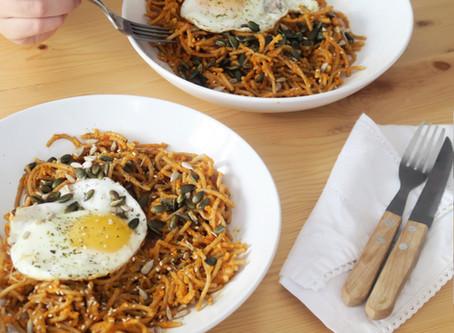Espaguetis de legumbres con salsa de tomate casera