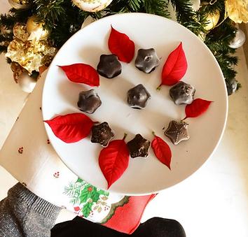Bombones cremosos y crujientes de chocolate