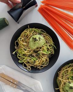 Espaguetis de legumbres y de calabacín