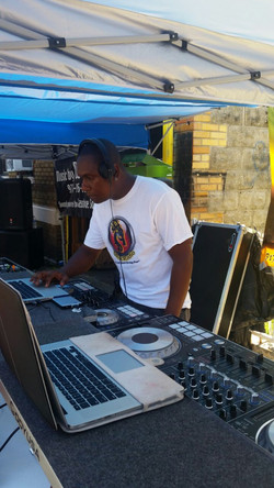 Dj Versatile on the ones and twos