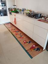 שטיח ארוך תרנגולים.jpg