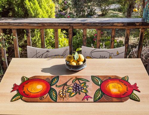 Sculpted Runner- Pomegranate