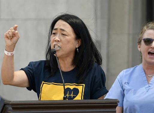 """Số lượng cử tri Châu Á đi bỏ phiếu tăng lên có thể """"nhuộm xanh"""" Pennsylvania"""