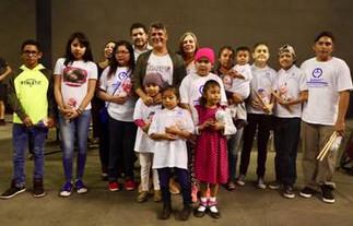 Alejandro Sanz y Juegaterapia llevan su cariño y solidaridad a niños con cáncer