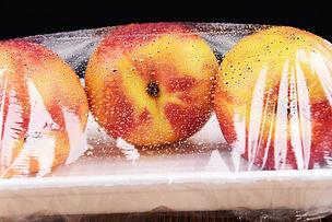 anti fog peaches in plastic packaging.jp