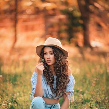alone-attractive-beautiful-2837299.jpg