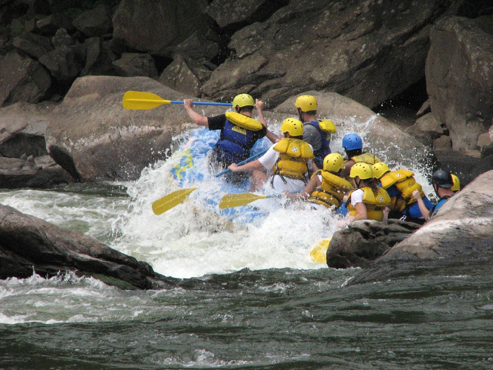 rafting-2071883.jpg