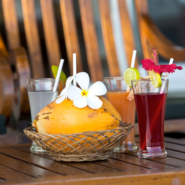 Cocktails_Garten_U1A9044_klein.jpg