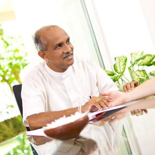 Dr.Buddhike-Senevirathna_U1A7558_klein.j