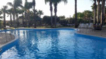 piscina-oasi-lamia.jpg