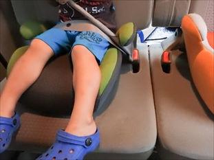 嘔吐によって車内にこもった嫌な臭いを消すには