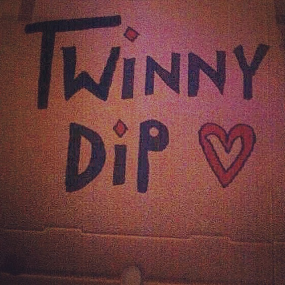 TwinnyDip logo for OOTD