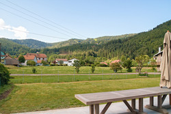 Vue depuis la terrasse en été