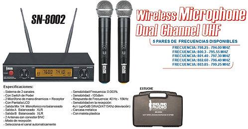 Par de micrófonos inalámbricos con base transmisora