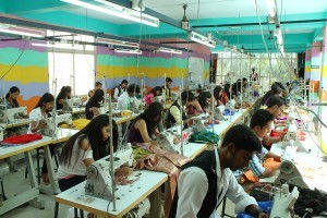 Fashion Designing Course | Best Fashion Designing Colleges in Bangalore | Students Of Indian Institute of Fashin technology In Sewing Lab
