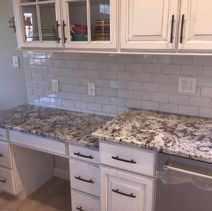 kitchen-remodel-granite-desk