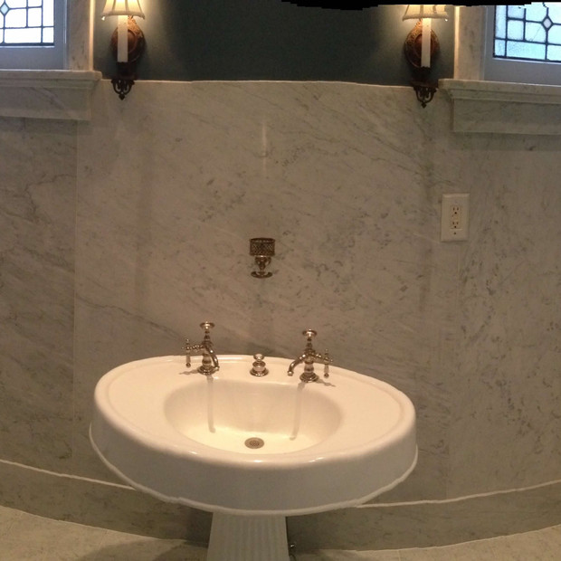 marble-bathroom-pedestal
