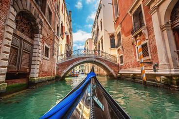 venice-italy-gondola-canal-VENICEGUIDE05