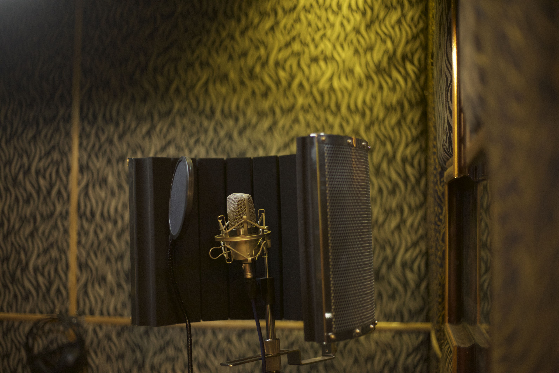 aom_studio cabin _01