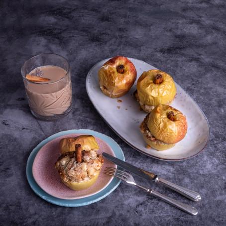 Gevulde appels met noten en spijs uit de oven