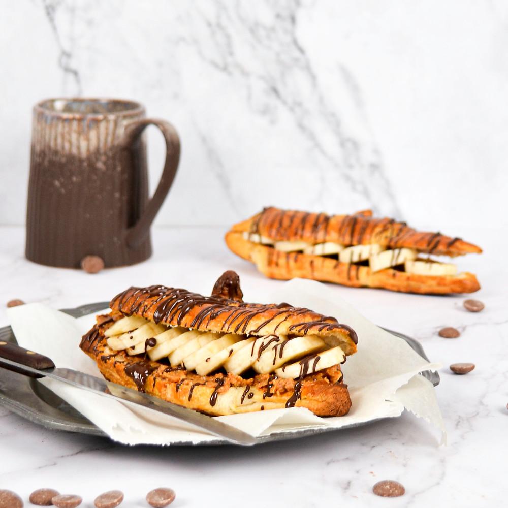 Pindakaas banaan croissant met pure chocolade