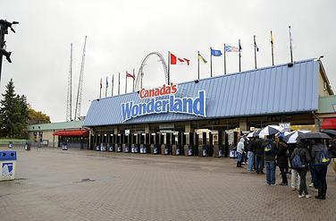 Visiting Canada's Wonderland 2014