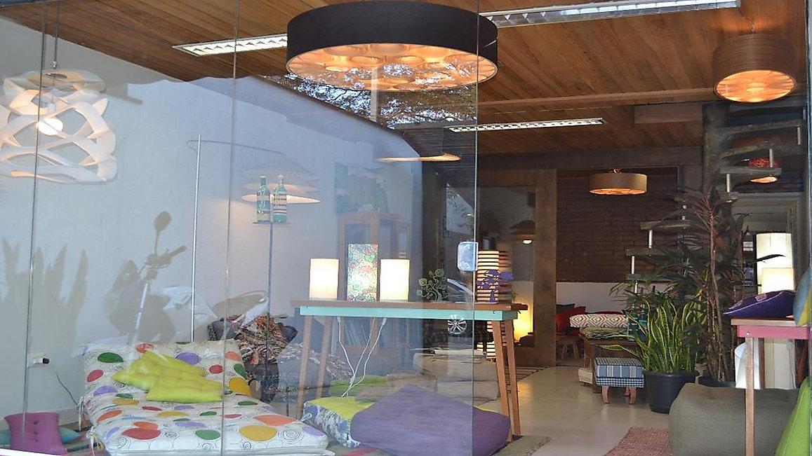 #lustresparasala +Lustres-Luminárias-Pendentes-Sala-estar-jantar. Loja de iuminação em sp. Loja delustres em sp. Luminárias de teto. Luminárias pendentes. Lustres de madeira. Penente para sala. Lustres para sala jantar.
