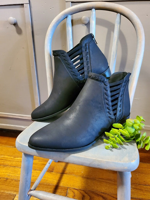 Black bootie with side accent