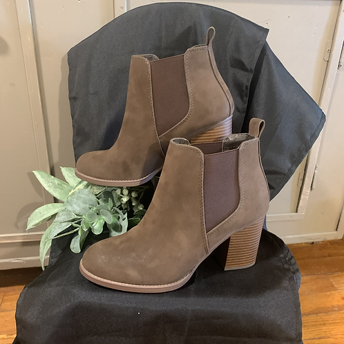Brown bootie with side accent