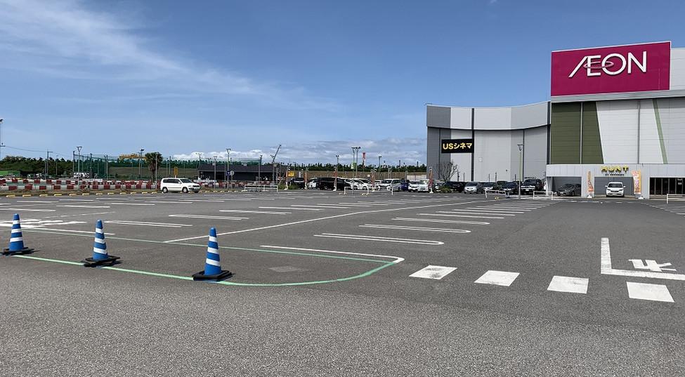 共有駐車場は4000台駐車可能
