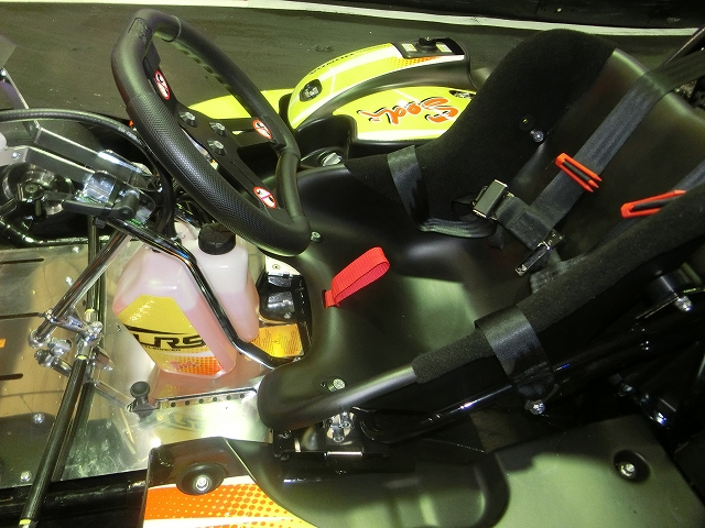 シートベルト付き