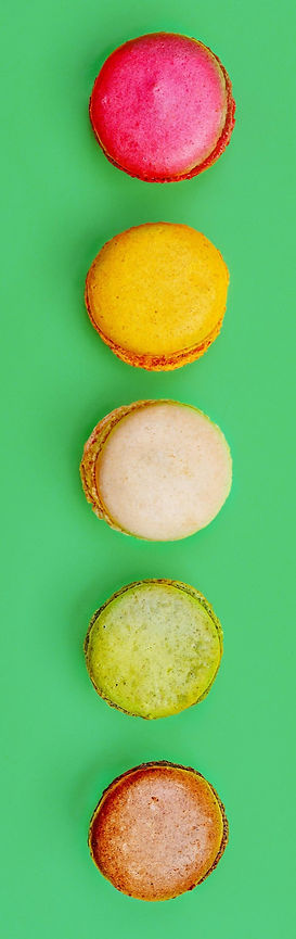 Bright%20Green%20Background%20Macarons_e