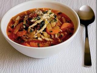 Bacon, bean and pasta soup