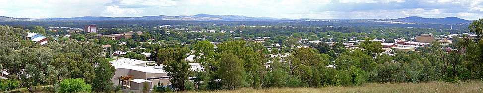 1280px-Northwest_view_of_Wagga_Wagga_pan