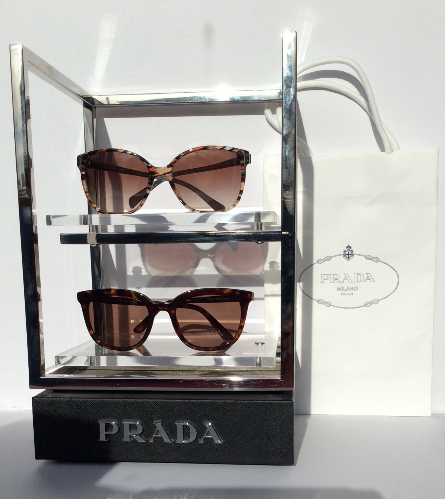 prada%20fab%20sunnies_edited