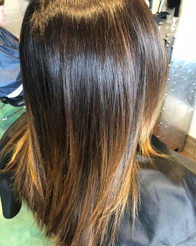 Perfect color blend 👌🏽#hairbyedyta #silkyhair #bayalage #salon #saloncentric #pravana #stradasalon _stradasalon #chicago #crystallake
